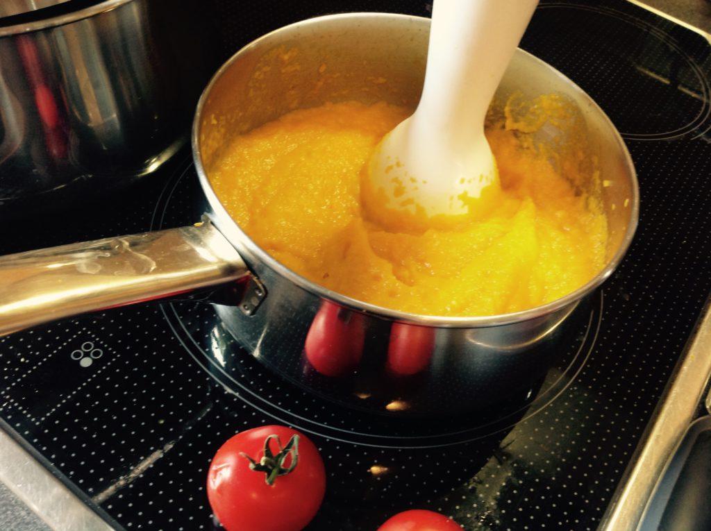 Karotten-Sahne-Soße und Tomate... Alles für Mama!